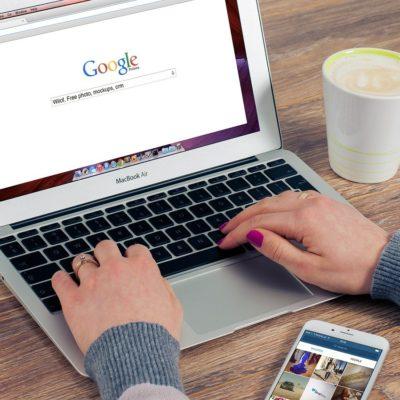 Oui, si Google nous les propose, c'est que ces images sont libres de droits.